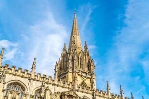 bela arquitetura na igreja da universidade de st mary the virgin em oxford, reino unido foto