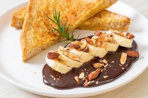 torrada francesa com amêndoas de chocolate e banana foto