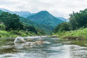 vila kiriwong - uma das melhores vilas ao ar livre na Tailândia e vive na cultura do antigo estilo tailandês. localizado em nakhon si thammarat, tailândia foto