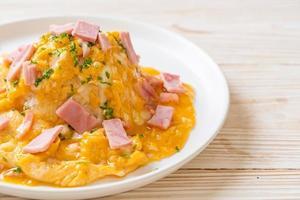 omelete cremosa com presunto com arroz foto