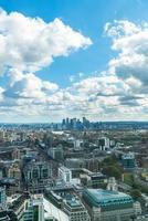 vista aérea da cidade de Londres com o rio Tamisa foto