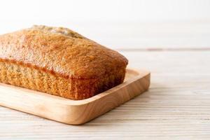 pão de banana caseiro fatiado foto