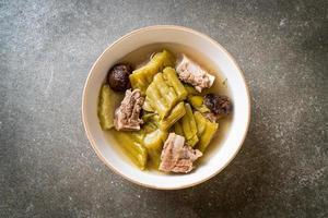 cabaça amarga com sopa de costela de porco foto