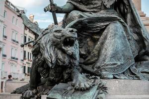 close-up da estátua do leão de bronze em veneza, itália foto
