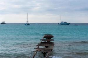 praia de illetes na ilha de formentera, na espanha, feita em longa exposição. foto