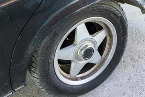 roda de liga leve para carro esportivo foto