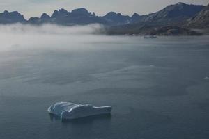 litoral da passagem do sol do príncipe cristão na Groenlândia foto