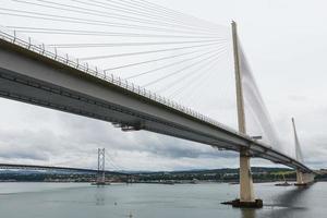 a nova ponte queensferry crossing em edimburgo, escócia foto