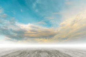 superfície de cimento, superfície áspera com céu claro pode escrever texto foto
