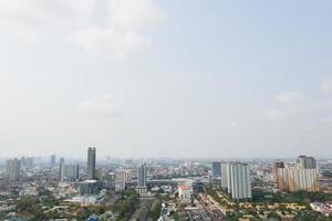 vista aérea da cidade de drone voador em nonthaburi, Tailândia, vista superior da paisagem foto