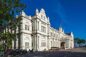 fachada da prefeitura em george town em penang, malásia foto