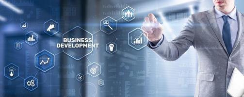 planejamento de desenvolvimento de negócios. inscrição em 3D na tela virtual foto
