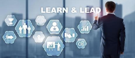 seleção empresário aprender e conduzir a tela virtual foto