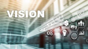 conceito de visão. pessoas de negócios e a cidade moderna no fundo. mídia mista de tela virtual. foto