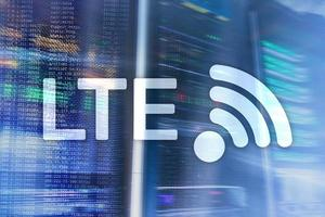 lte, conceito de tecnologia de internet sem fio 5g. sala de servidores. foto