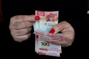 economia e finanças com dinheiro mexicano foto
