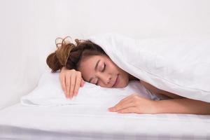 mulheres estão dormindo foto