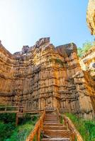 pha chor ou o grand canyon chiangmai no parque nacional de mae wang, chiang mai, tailândia foto