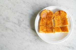 creme com pão torrado foto