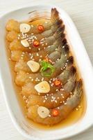 camarão em conserva ao estilo coreano ou camarão em conserva ao molho de soja coreano foto