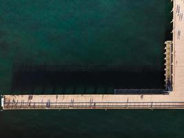 vista aérea da ponte do cais palanga, lituânia foto