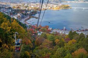 vista aérea do lago kawaguchiko perto do monte fuji, japão foto