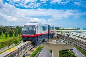 yui rail naha city monotrilho de okinawa foto