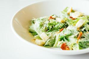 salada césar grelhada foto