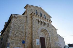 uma das muitas igrejas no centro de Amelia foto