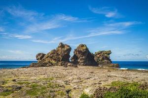 casal de leões rock em lanyu island, taitung, taiwan foto