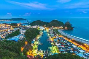 vista aérea do porto de suao em yilan, taiwan foto