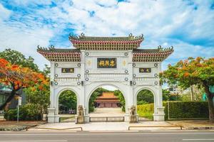 portão da frente do santuário dos mártires em tainan, taiwan foto