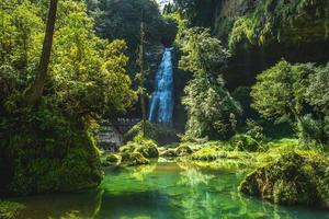 cachoeira sunglungyen em shanlinshi, taiwan foto