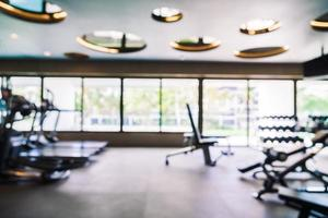 Resumo desfocar interior de ginásio e sala de fitness foto