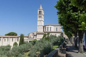 panorama da basílica de santa chiara di assisi foto