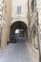 arquitetura de ruas e prédios do centro histórico de assis foto
