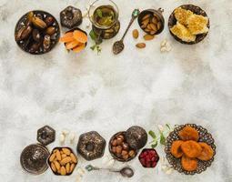 copo de chá com nozes de frutas secas diferentes. conceito de foto bonita de alta qualidade