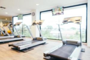 borrão abstrato e ginásio e sala de fitness desfocados foto