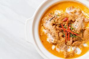 panang curry com porco foto