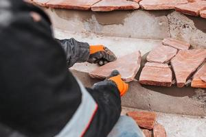 acabamento de degraus de concreto com telhas de pedra - azulejos de alta qualidade - detalhes da arquitetura de uma casa particular foto