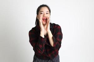 mulher asiática no fundo branco foto