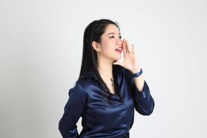 mulher asiática isolada foto