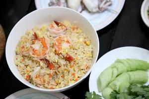 arroz frito tailandês foto