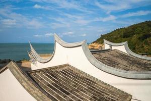 telhado do templo mazu na ilha nangan em matsu, taiwan foto