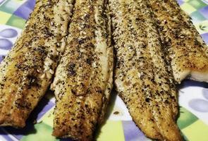 filetes de salmão com sementes foto