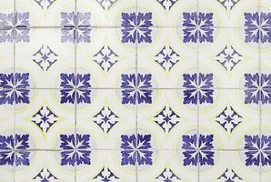 azulejos de parede com típico lisboa antigo foto