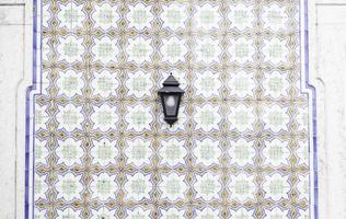 azulejos antigos típicos de lisboa foto