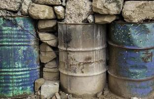 tambores industriais enferrujados foto