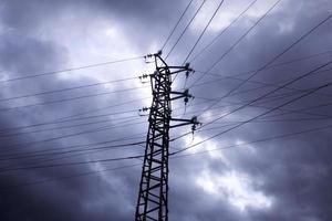 céu torres elétricas foto