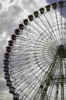 roda gigante no parque foto